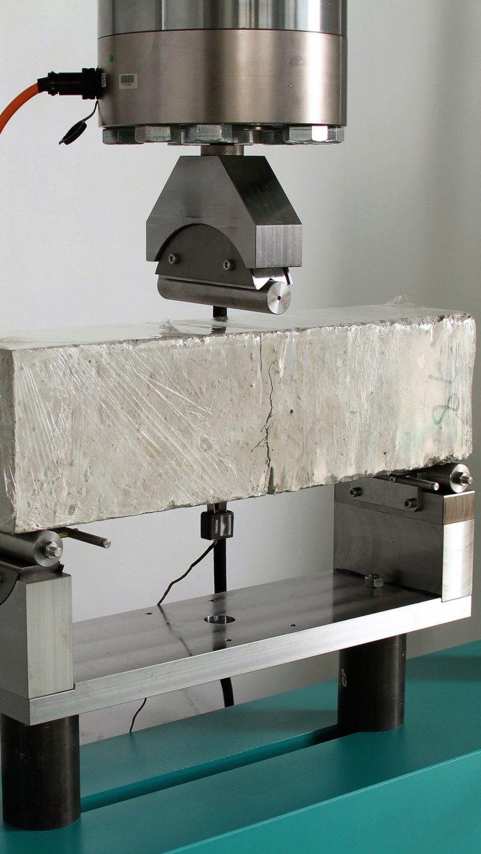 Dispositivo para ensaio de flexão em 3 pontos DP744 (150 KN)